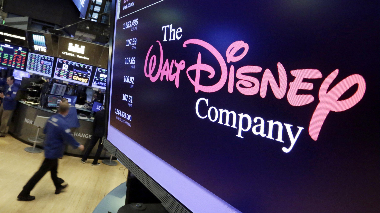 Das Logo von Walt Disney ist auf einem Bildschirm an der New Yorker Börse zu sehen.