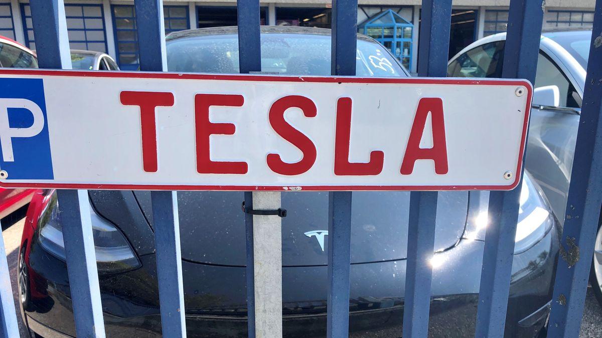 Tesla-Parkplatz in Pilsting