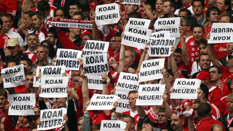 """""""Koan Neuer""""-Plakate von Bayernfans"""
