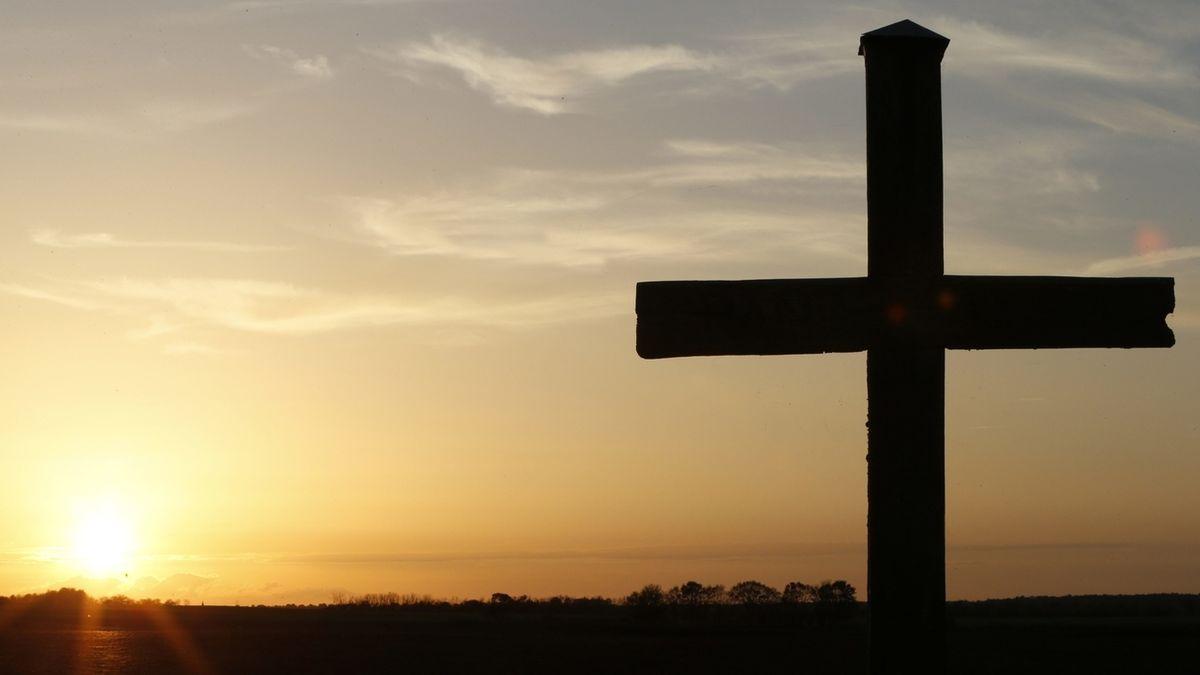 Kreuz vor Sonnenuntergang
