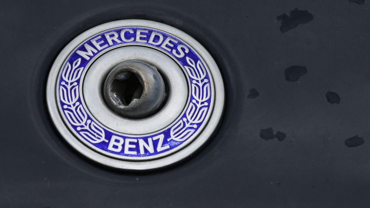 Verankerung eines abgebrochenen Mercedes-Sterns