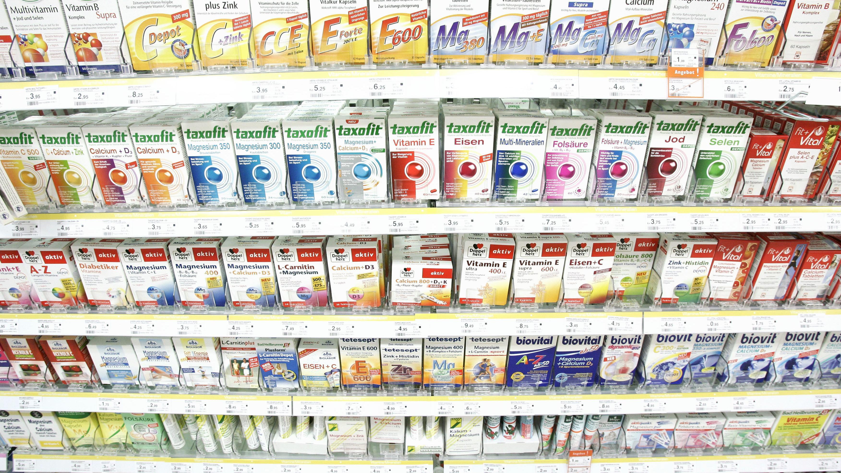 Vitaminpillen und Präparate aller Art finden sich in jedem Drogeriemarkt.
