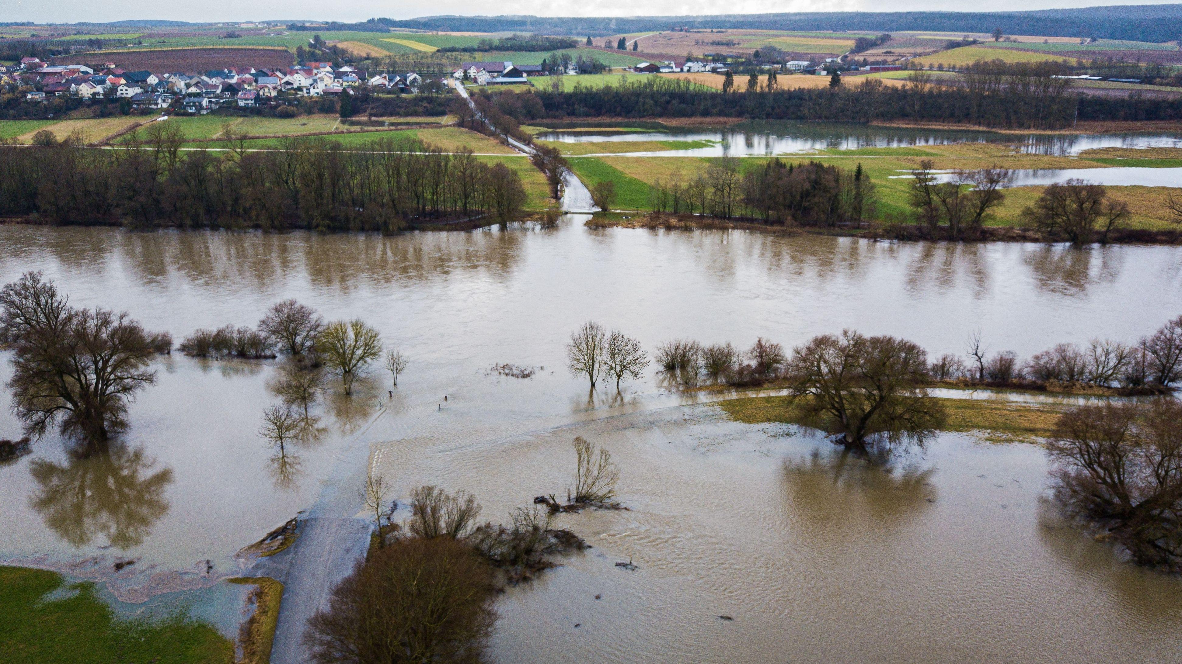 Überflutete Straßen: Hochwasser im Kreis Kelheim