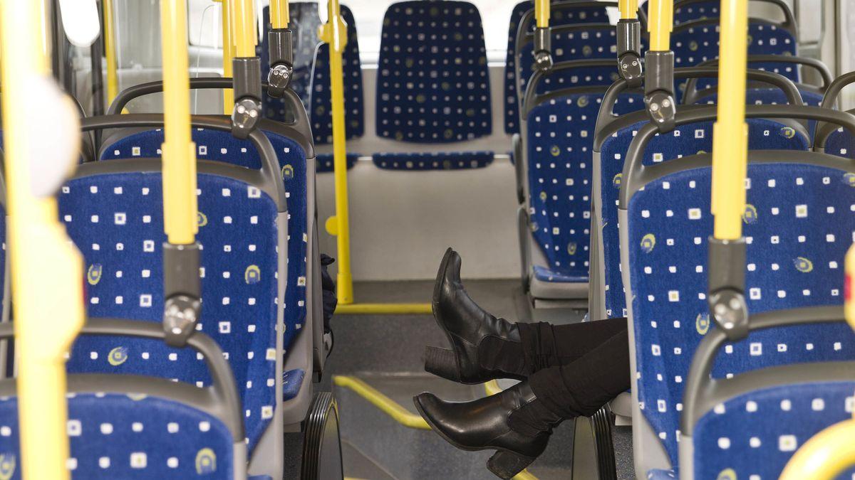 Jugendliche kapern Bus in Würzburg und bauen Unfall