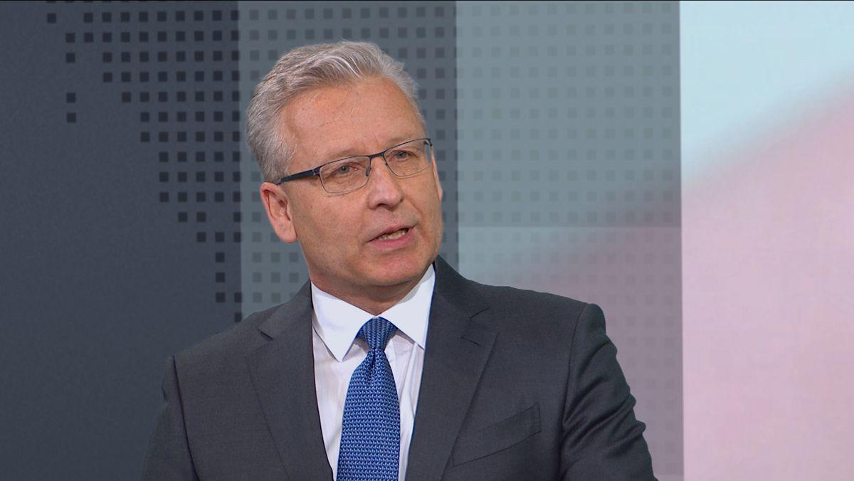 Der Virologe Prof. Oliver Keppler von der Münchner LMU erklärt, ob die hohen Erwartungen beim allersten Impfstoff überhaupt berechtigt sind.