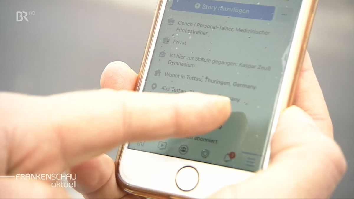 Facebook auf einem Handybildschirm