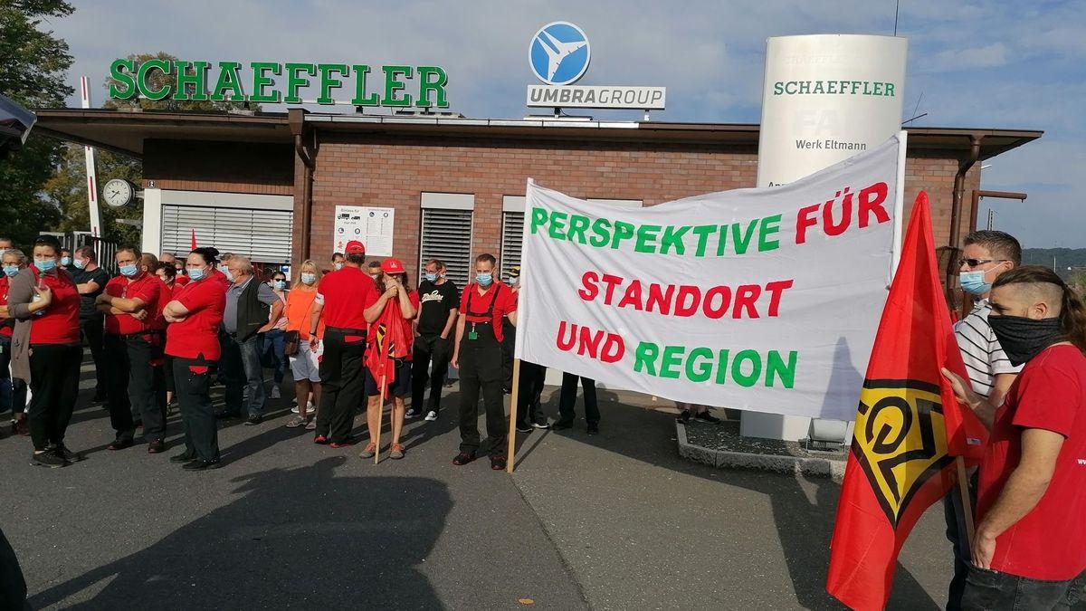 Die Schaeffler-Mitarbeiter in Eltmann fürchten um ihre Jobs. An allen Schaeffler-Standorten wurde am Mittwoch demonstriert.