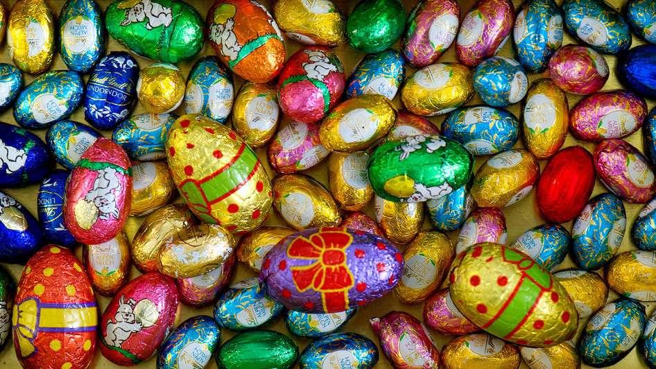 Schokoladeneier in einer Dose - Symbolbild für Süßwaren