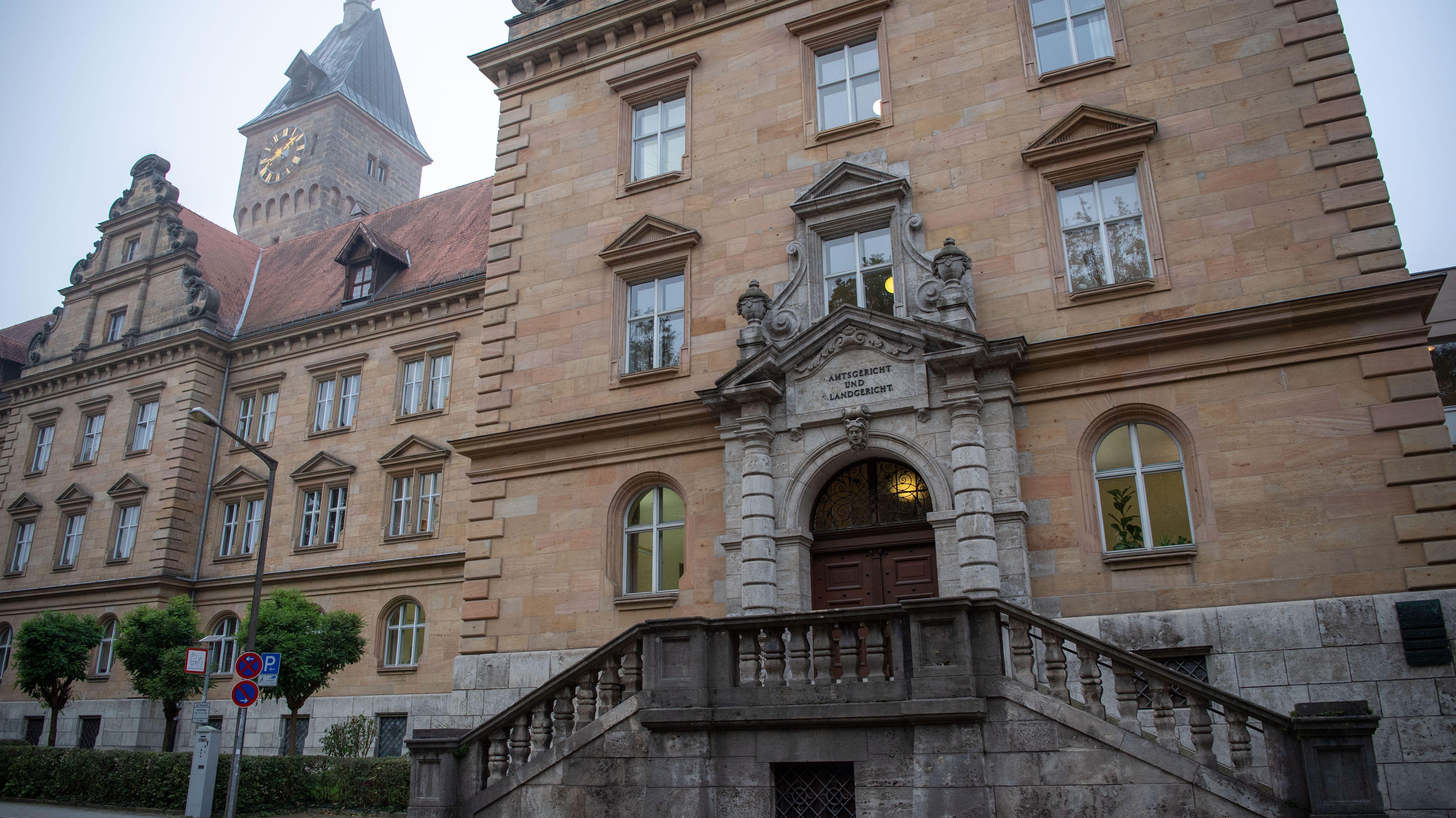Blick auf das Gebäude des Landgerichts