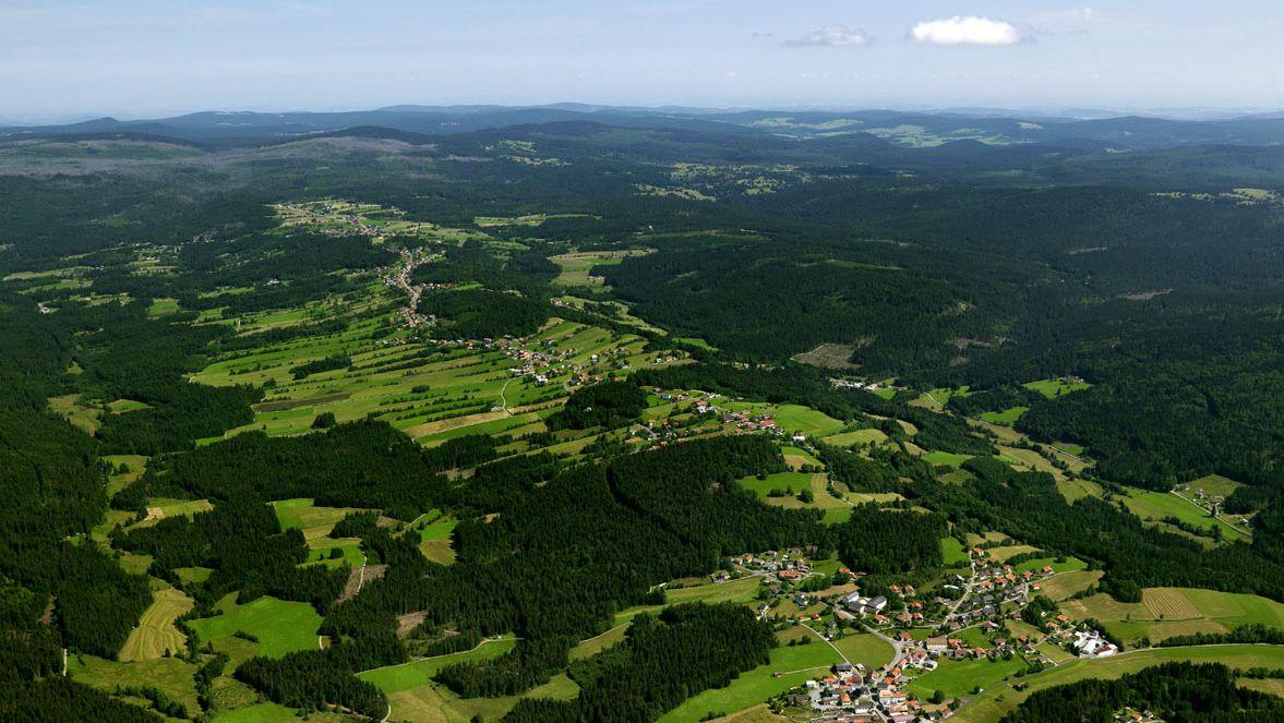 Teile des Bayerwald-Landkreises Freyung-Grafenau von oben
