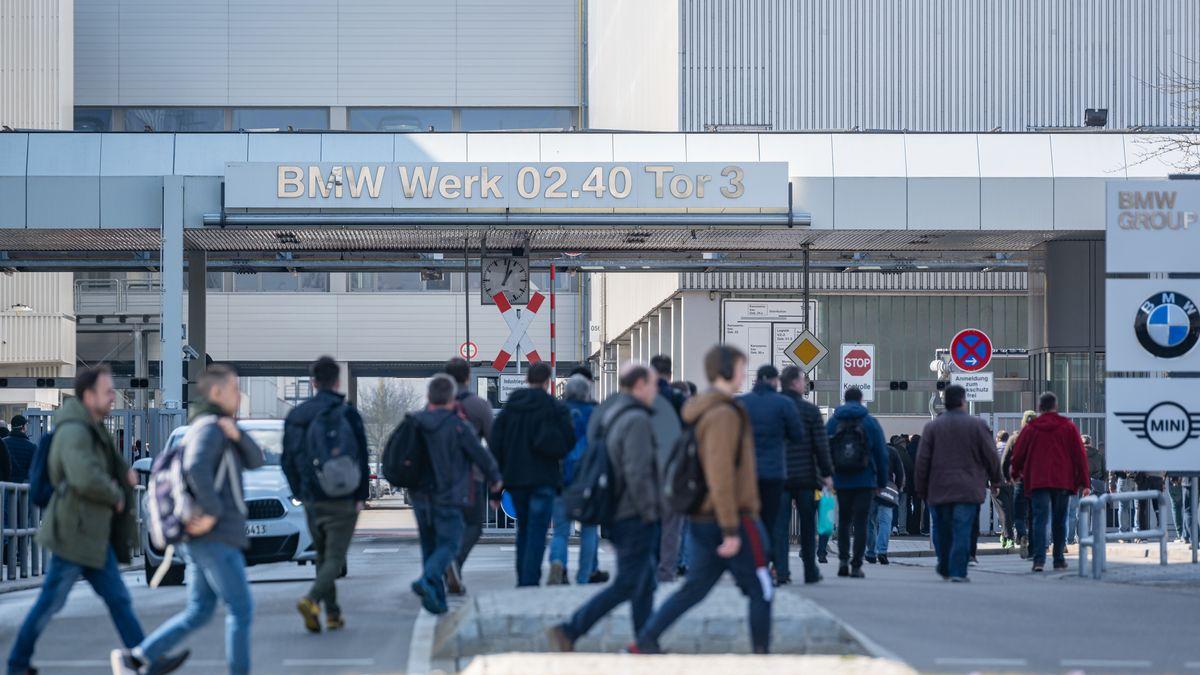 Schichtwechsel bei BMW in Dingolfing 2020