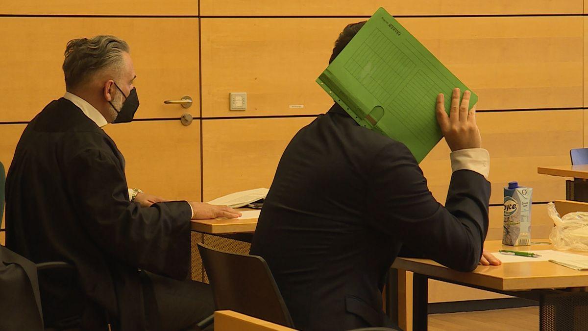 Ein 39-Jähriger steht wegen gewerbs- und bandenmäßigen Betrugs in Würzburg vor Gericht.