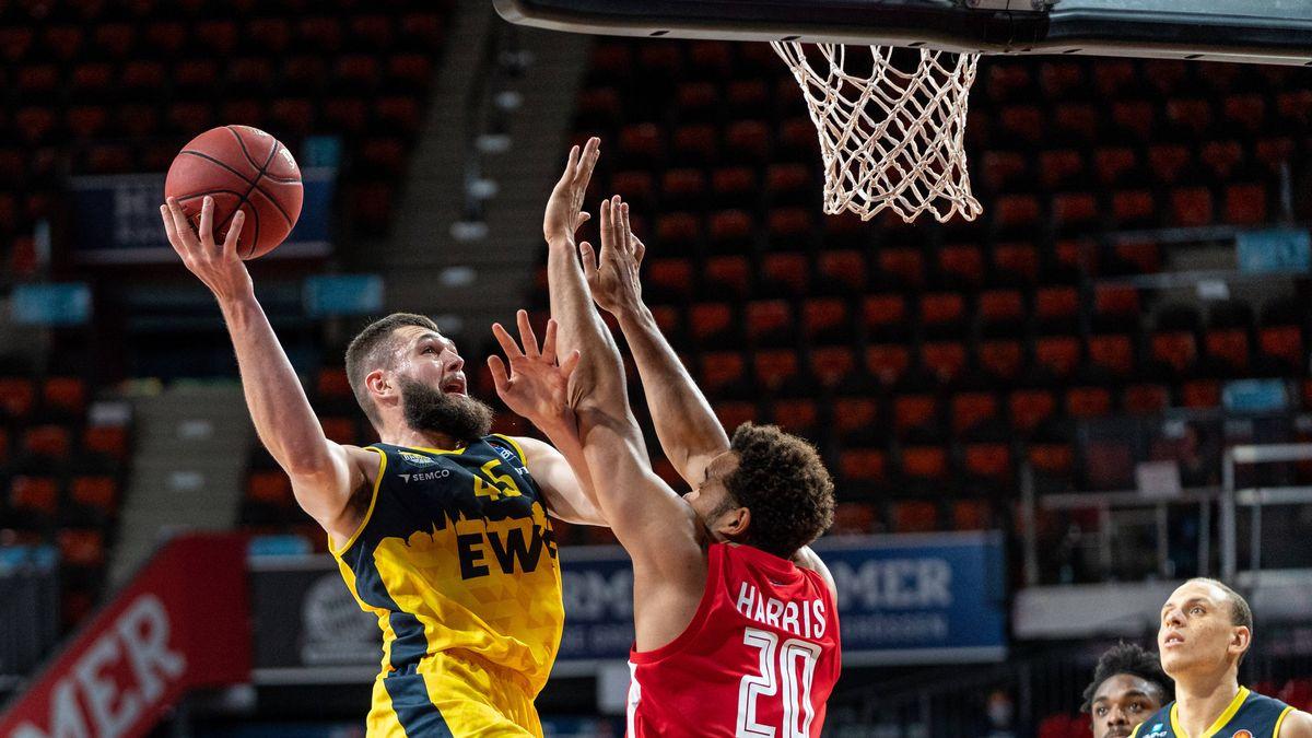 Spielszene Brose Bamberg - EWEBaskets Oldenburg