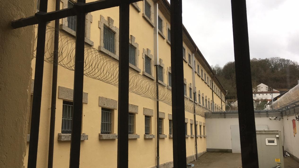 Symbolbild: ehemalige JVA Eichstätt, die zur Abschiebehaftanstalt umgebaut wurde