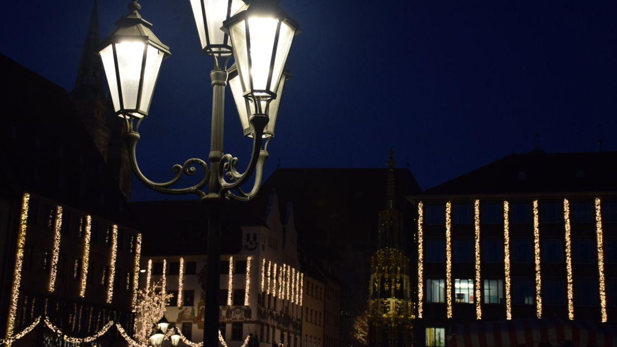 Weihnachtsbeleuchtung auf dem Nürnberger Hauptmarkt.