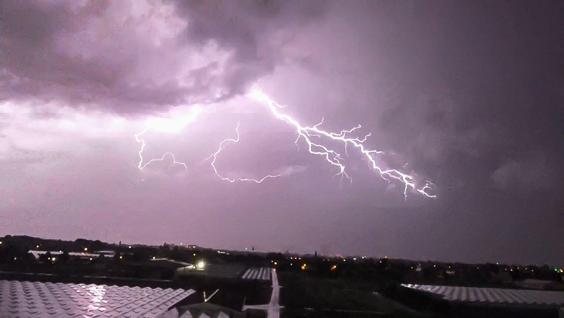 Blitze am Nachthimmel in Mittelfranken