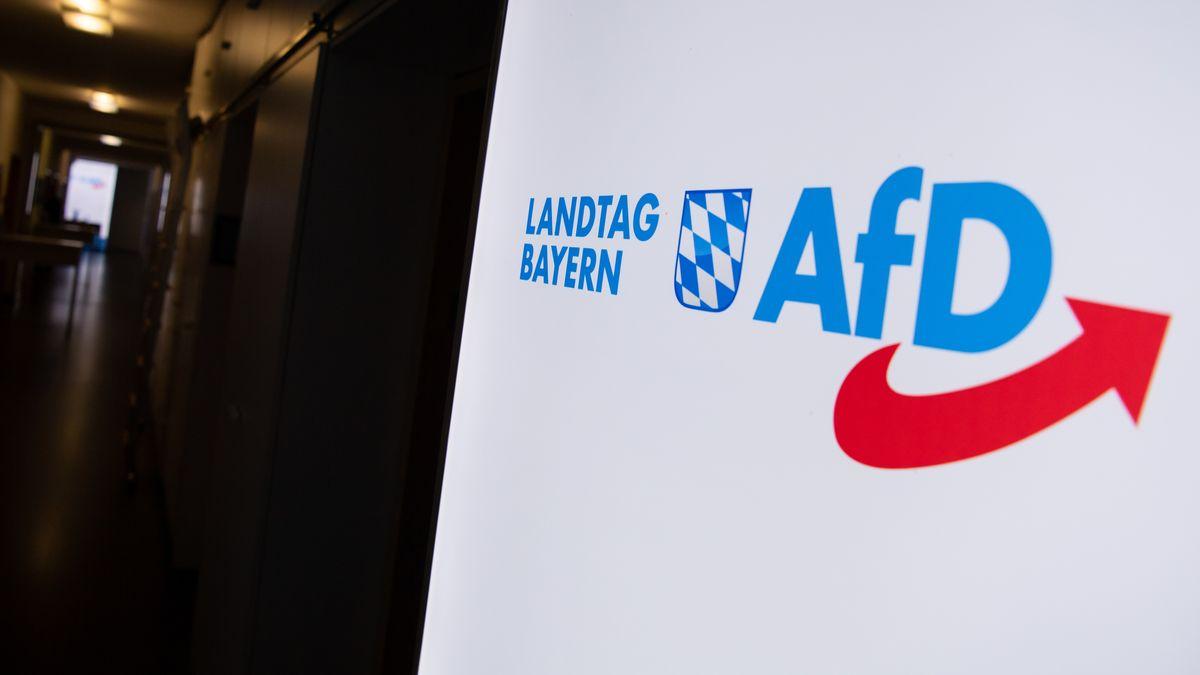 Schild der AfD im Bayerischen Landtag