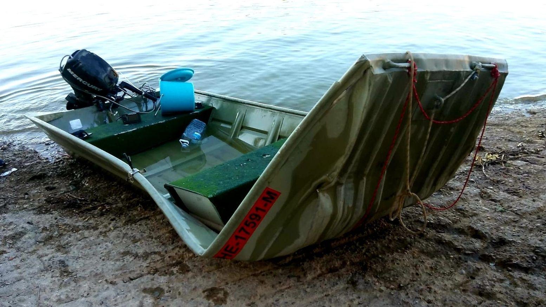 Beschädigtes Bootes: Zwei deutsche Sportangler sind in einem spanischen Stausee ertrunken, nachdem ihr Boot gekentert ist.