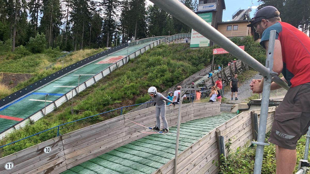 Sommertraining: Skispringen in Bischofsgrün