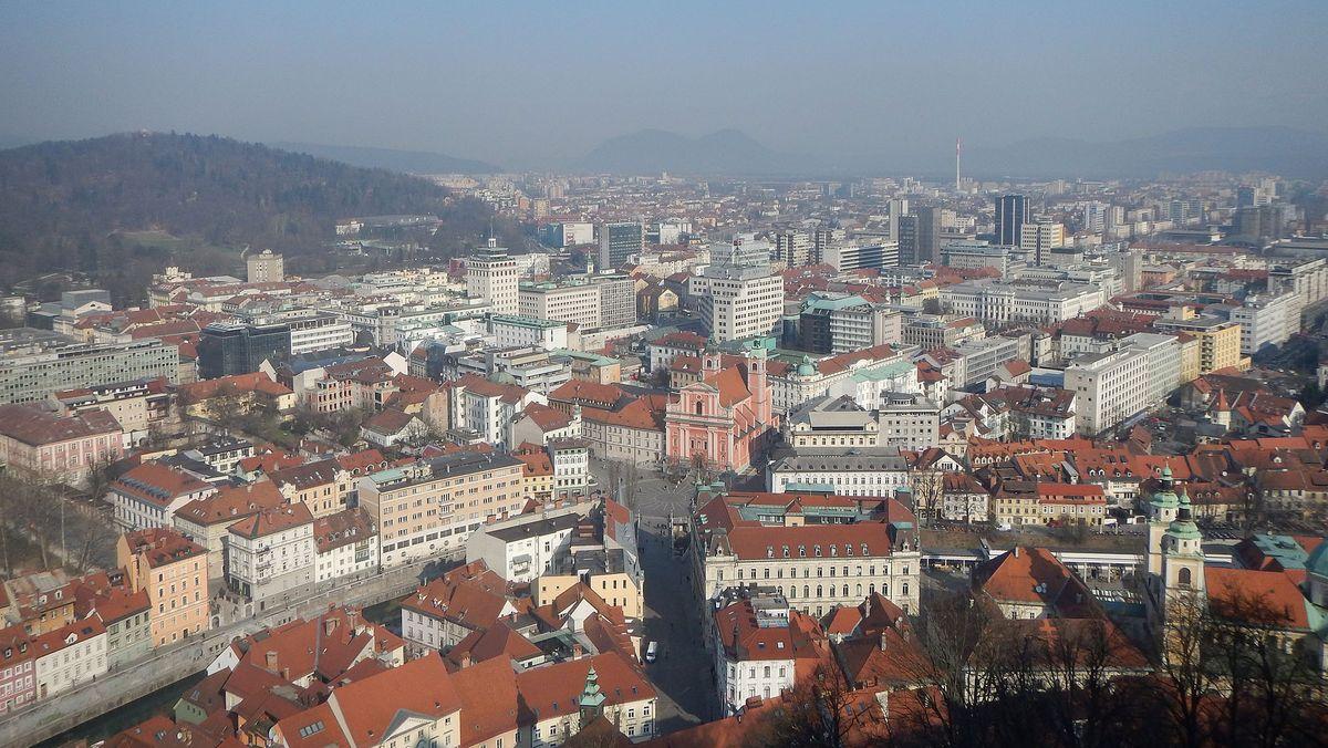Slowenien - Hauptstadt: Ljubljana - Einwohner: 2.063.077 (2015) - Amtssprachen: Slowenisch - Währung: Euro (EUR)