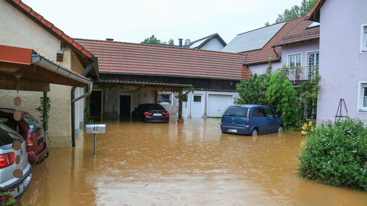 Überflutetes Anwesen in Großalbershof, im Landkreis Amberg-Sulzbach