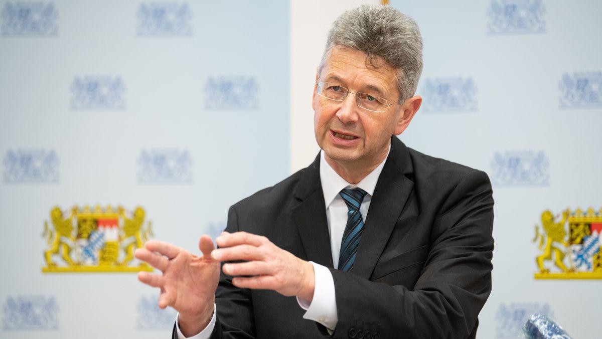 Bayerns Kultusminister Michael Piazolo (Freie Wähler) bei einer Pressekonferenz am 05.11.20 in München
