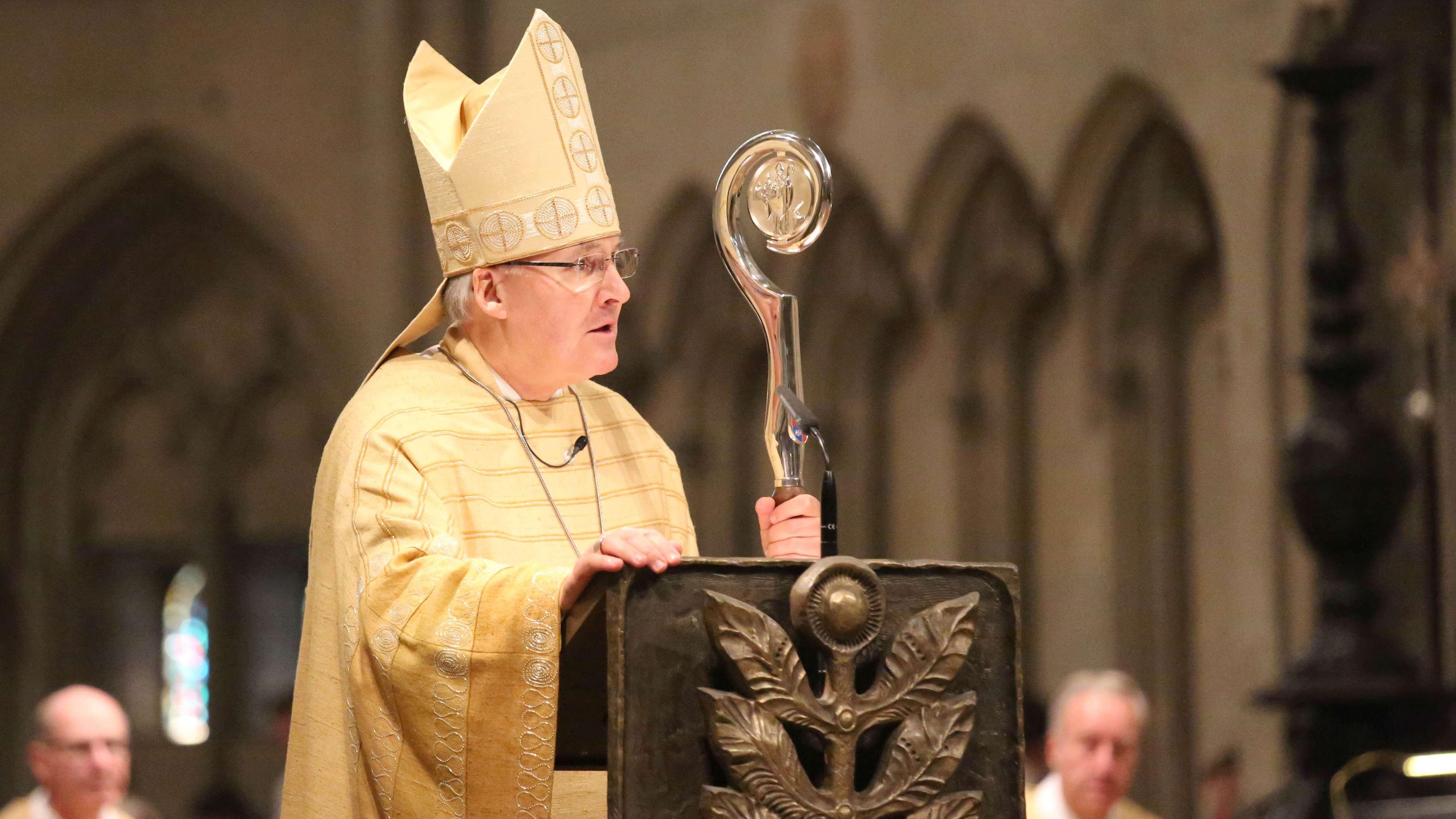 Bischof Rudolf Voderholzer im Dom