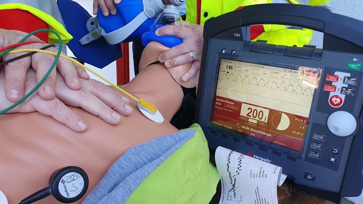 Modernes EKG-Gerät für die Freiwillige Feuerwehr Oberleinach.