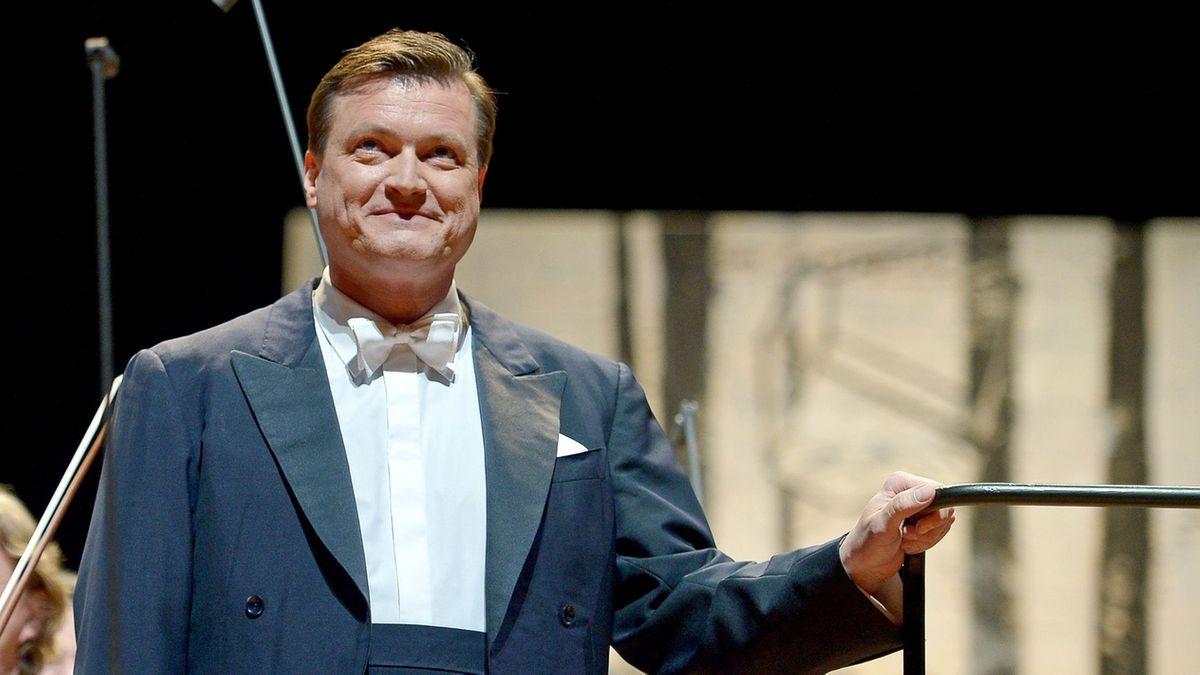 Christian Thielemann beim Applaus nach einem Konzert im Bayreuther Festspielhaus.