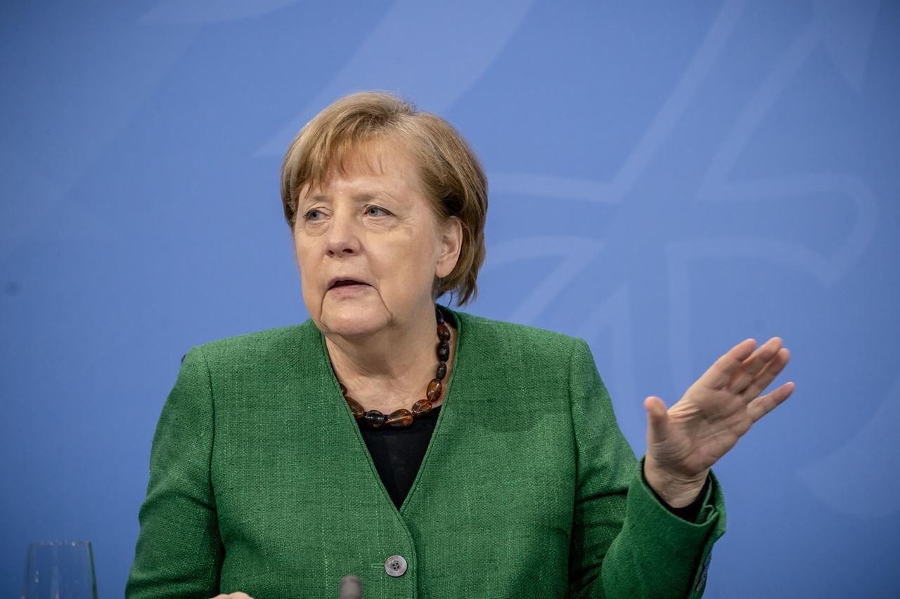 23.03.2021, Berlin: Bundeskanzlerin Angela Merkel (CDU), nimmt an einer Pressekonferenz im Kanzleramt nach den Beratungen von Bund und Ländern teil. Der seit Monaten andauernde Lockdown in Deutschland wird angesichts steigender Corona-Infektionszahlen bis zum 18. April verlängert. Foto: Michael Kappeler/dpa/Pool/dpa +++ dpa-Bildfunk +++
