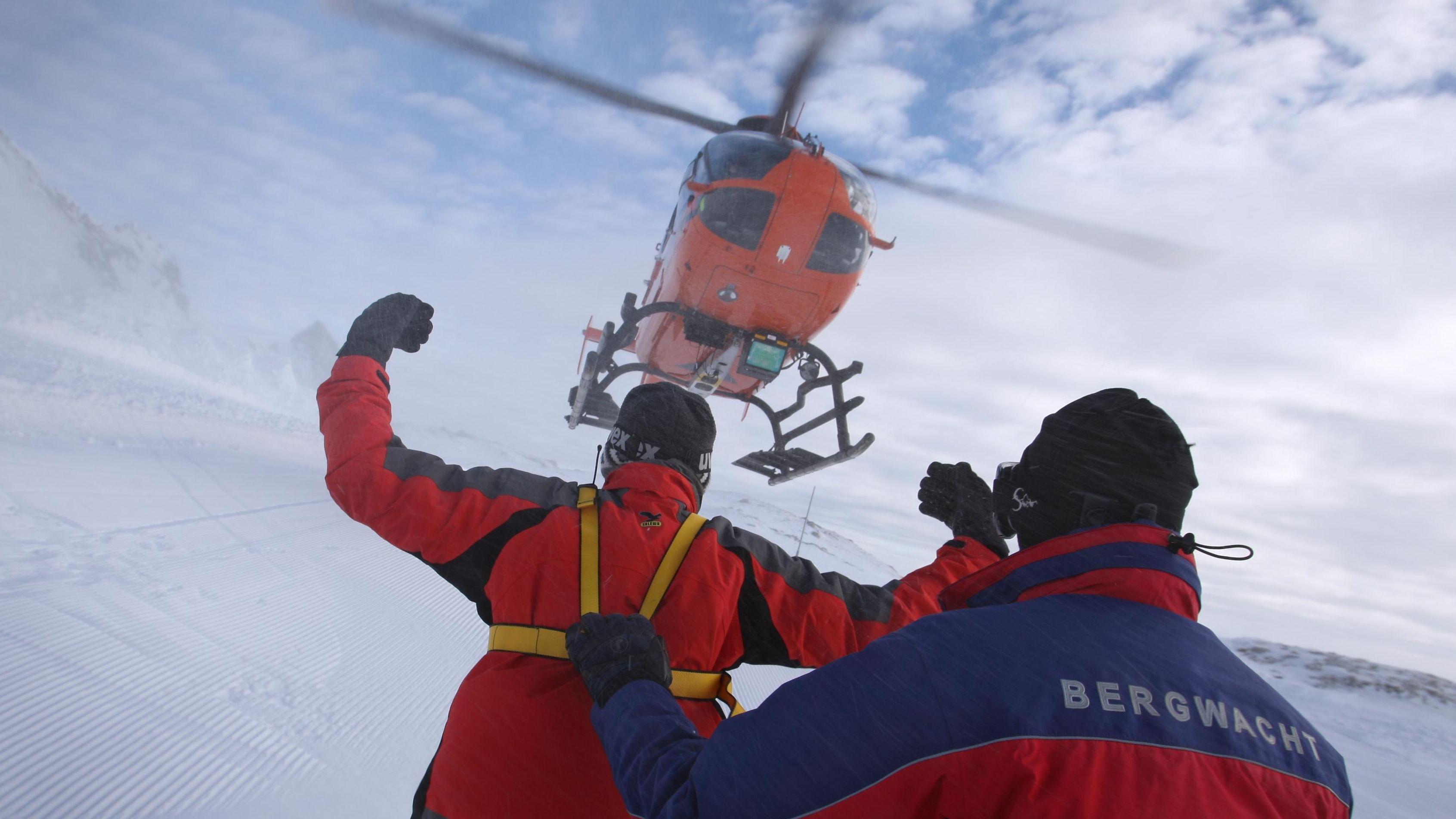 Hubschrauber bei Übung der Bergwacht Oberstdorf