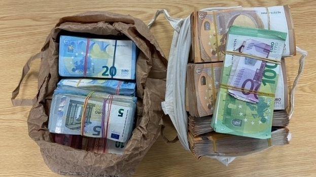 350.000 Euro in Einkaufstüten