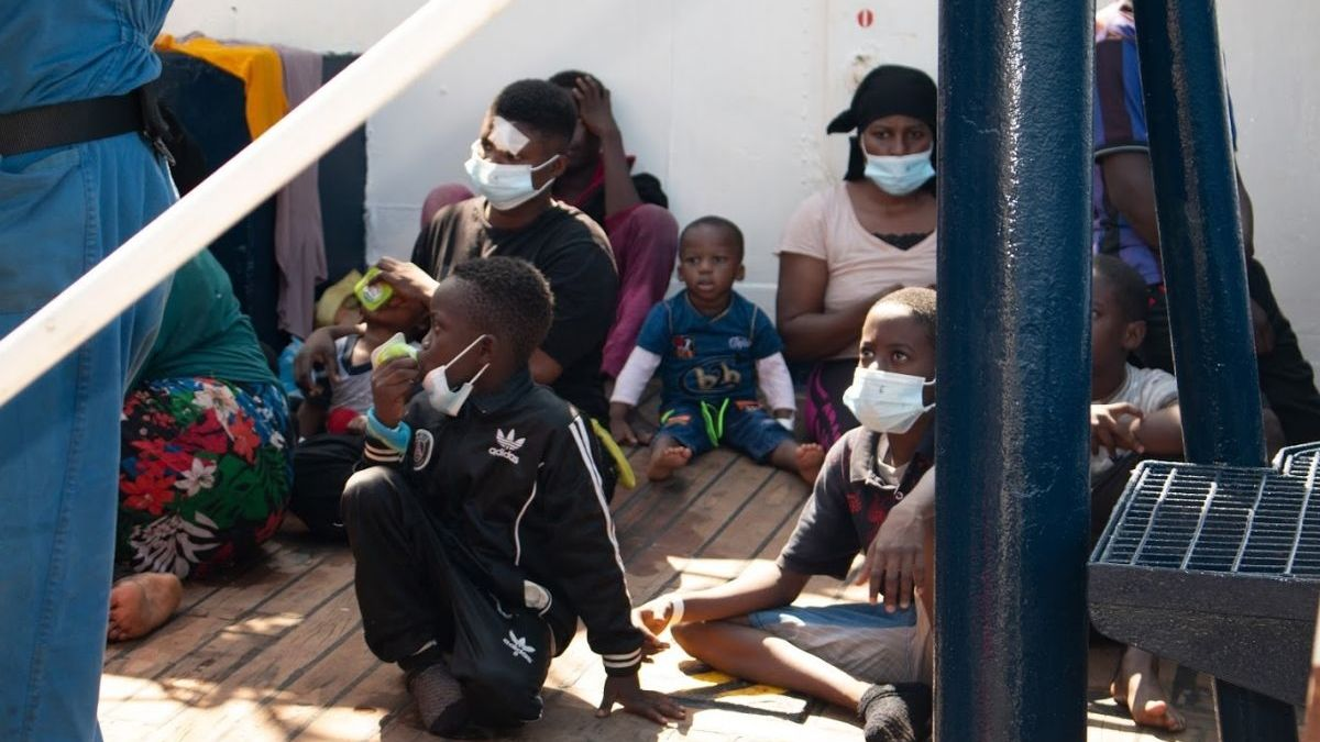 Bootsflüchtlinge an Bord der Alan Kurdi