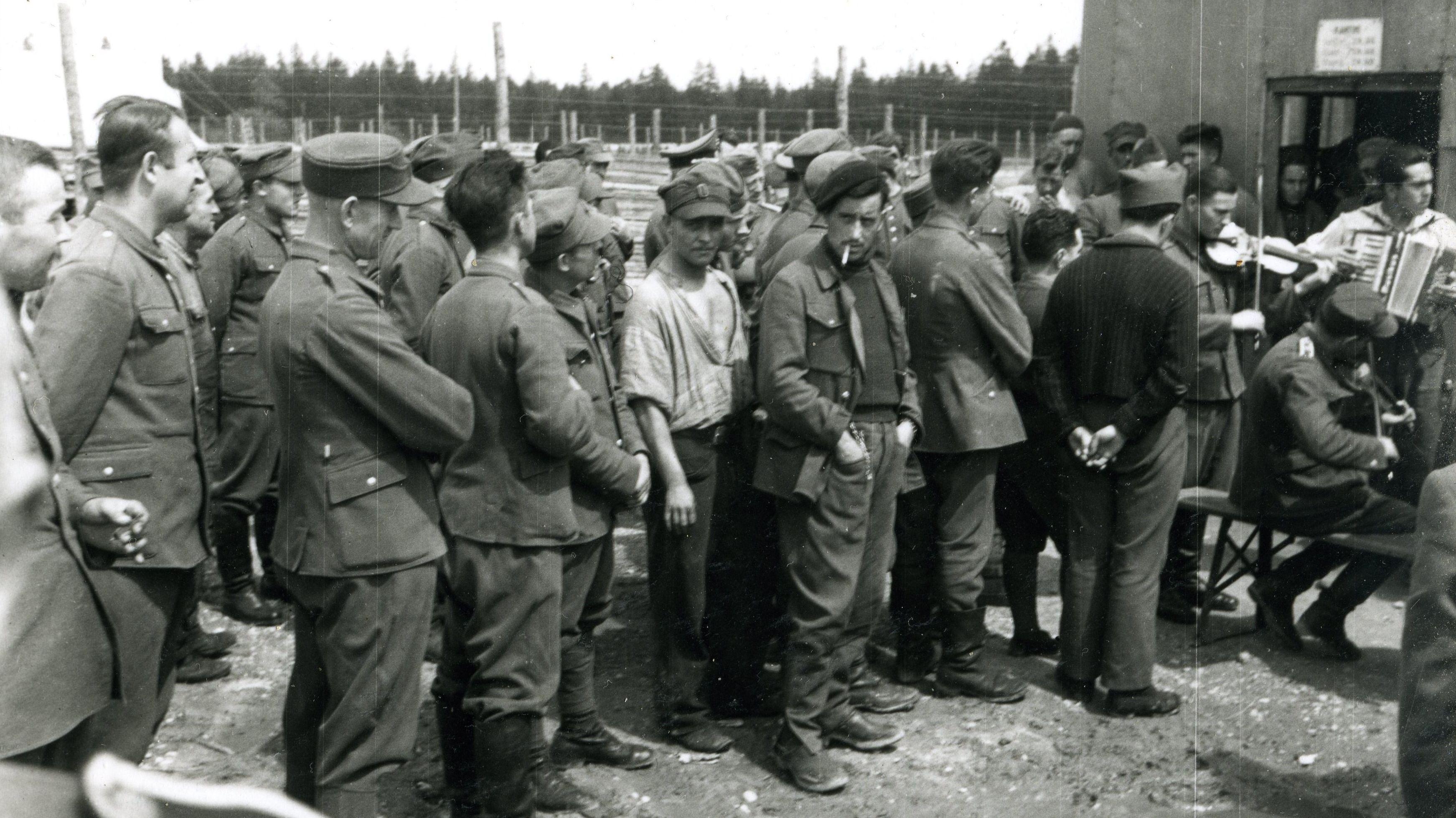Original-Foto aus dem Kriegsgefangenenlager Stalag VIIa in Moosburg.