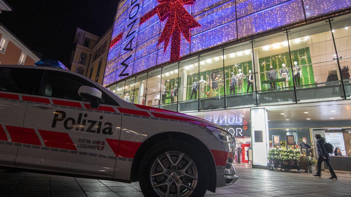Polizei-Einsatz vor dem Kaufhaus in Lugano