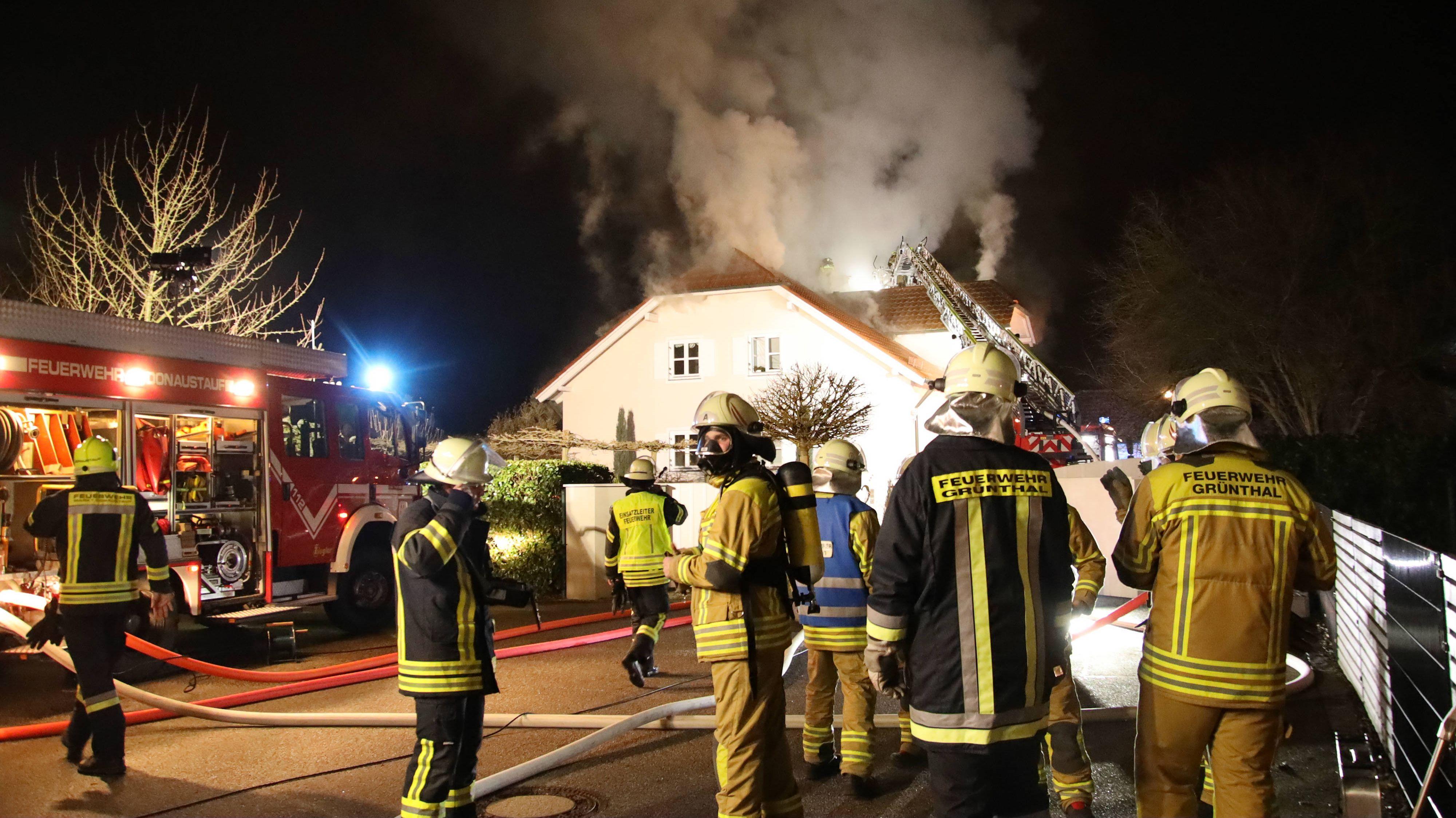 Bei dem Brand am zweiten Weihnachtsfeiertag war ein Schaden von etwa 300.000 Euro entstanden. Das Haus war anschließend unbewohnbar.