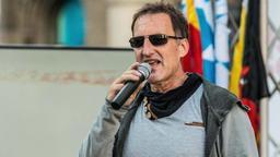 Der Münchner Pegida-Chef Heinz Meyer spricht am 26. Juni 2017 auf dem Marienplatz. | Bild:pa/dpa/Sachelle Babbar