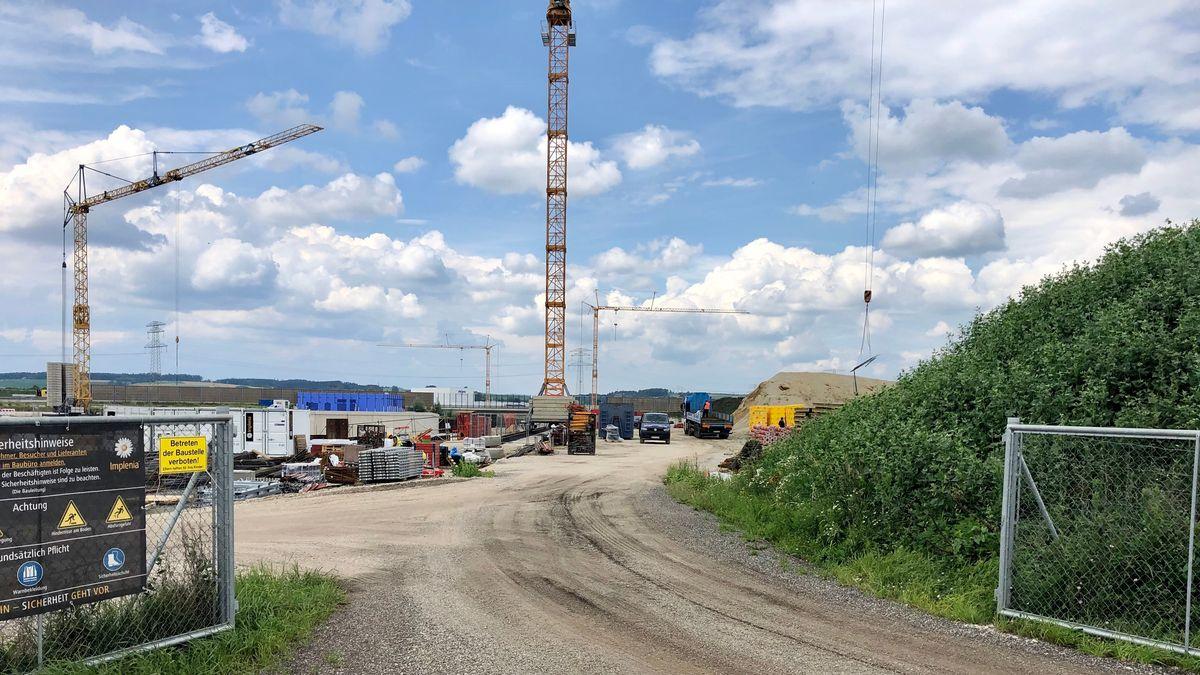 """Baustelle der """"B15 neu"""" Anschlussstelle an der A92 zwischen Wörth an der Isar und Landshut-Essenbach."""