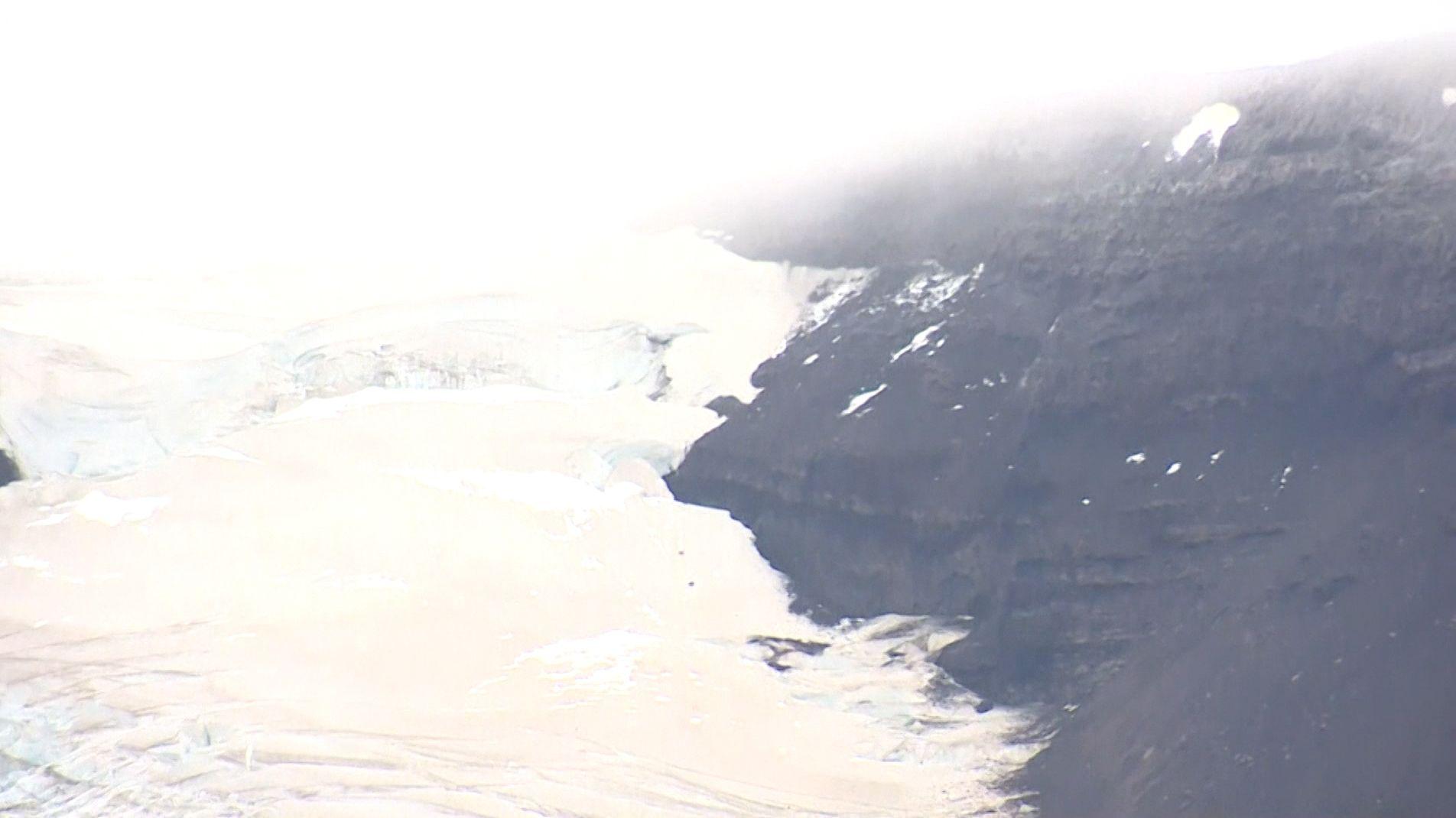 """""""Okjökull"""" ist tot - Island hat mit einer Gedenktafel offiziell von dem Gletscher Abschied genommen."""
