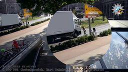 Passanten stoppen herrenlosen Lastwagen | Bild:Polizei