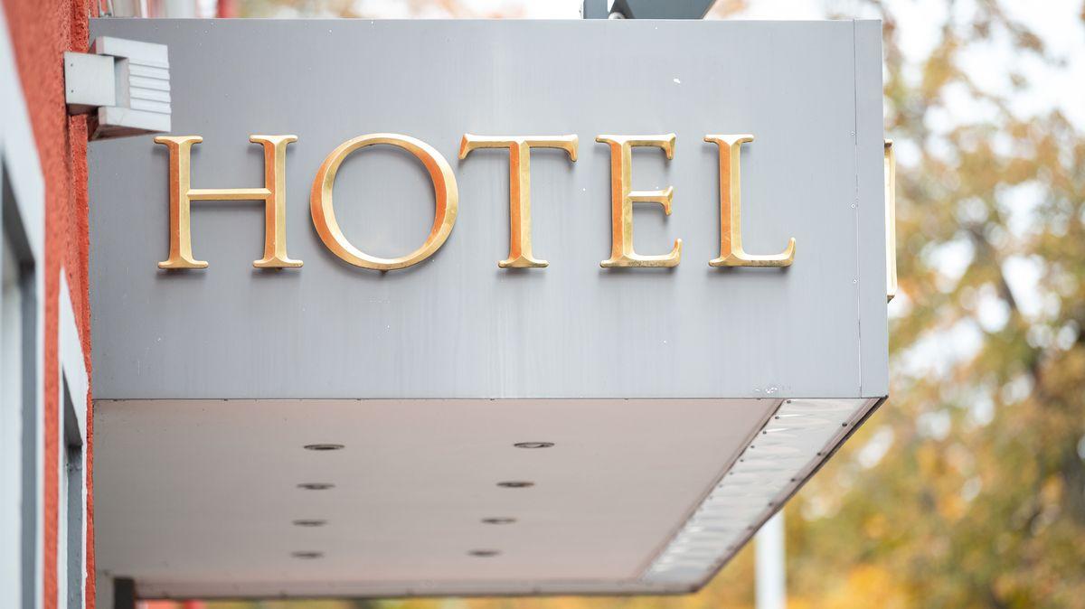Hotel-Aufschrift am Entree eines Hotels in Villingen-Schwenningen/Baden-Württemberg