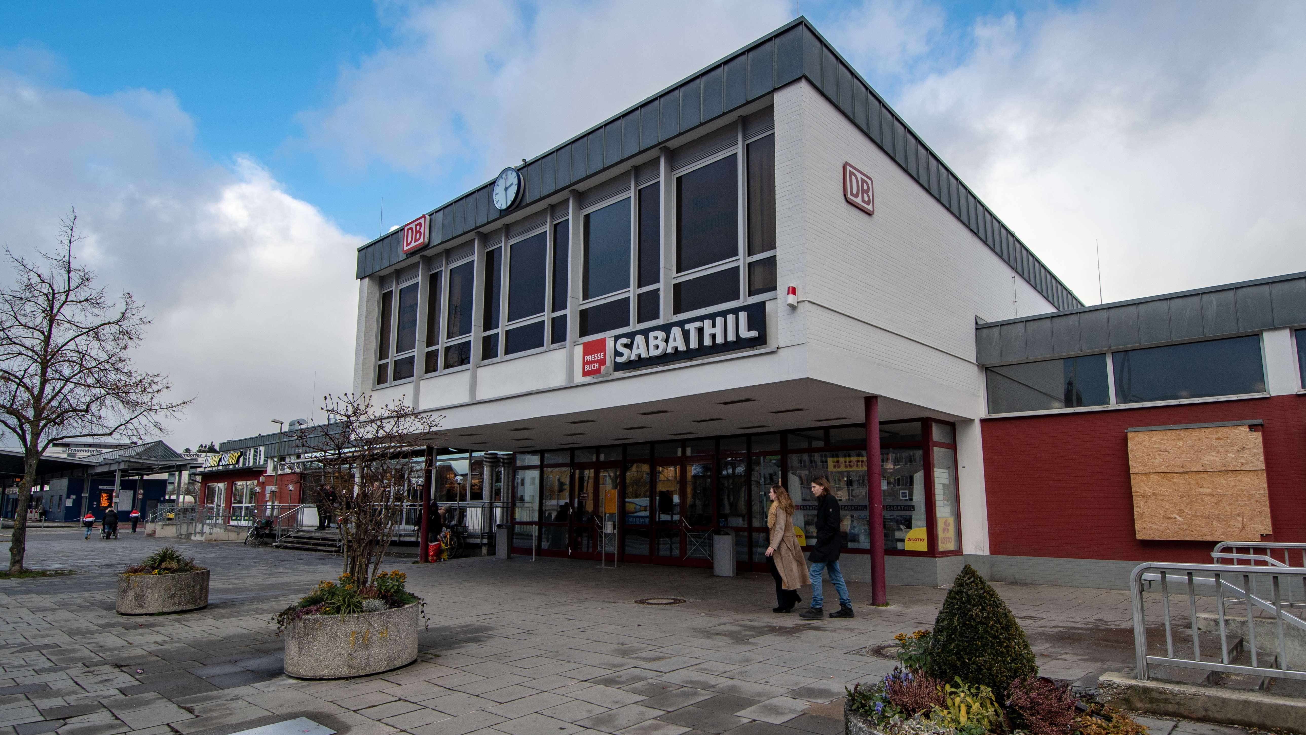 Der Amberger Bahnhof: Ausgangsort der Prügeltour.