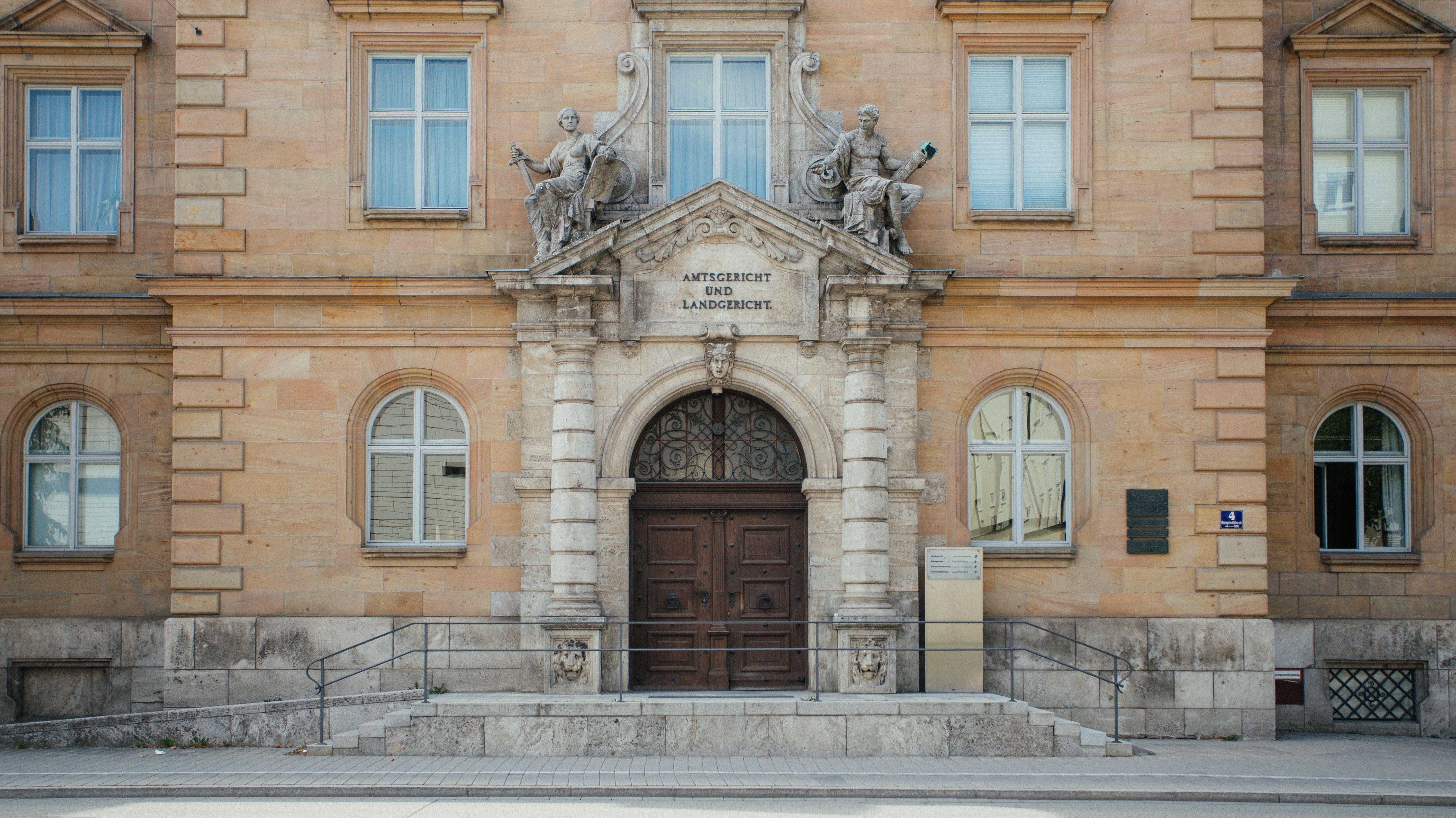 Eingang zum Landgericht Regensburg