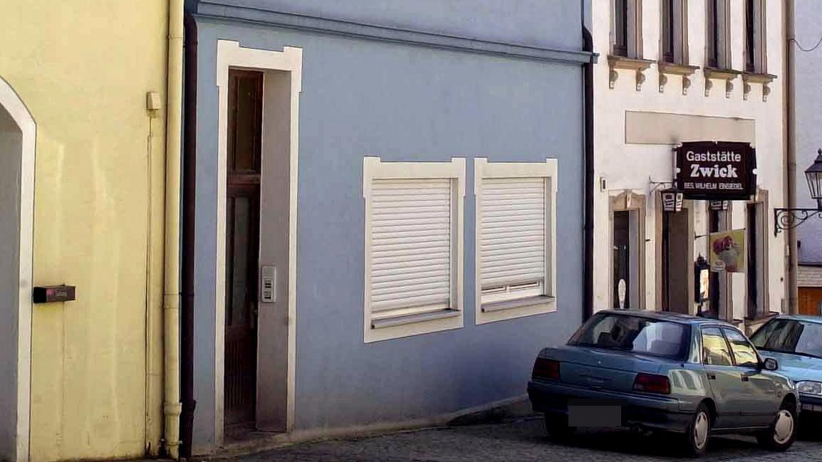 Häuserzeile in der Innenstadt von Lichtenberg im Landkreis Hof.