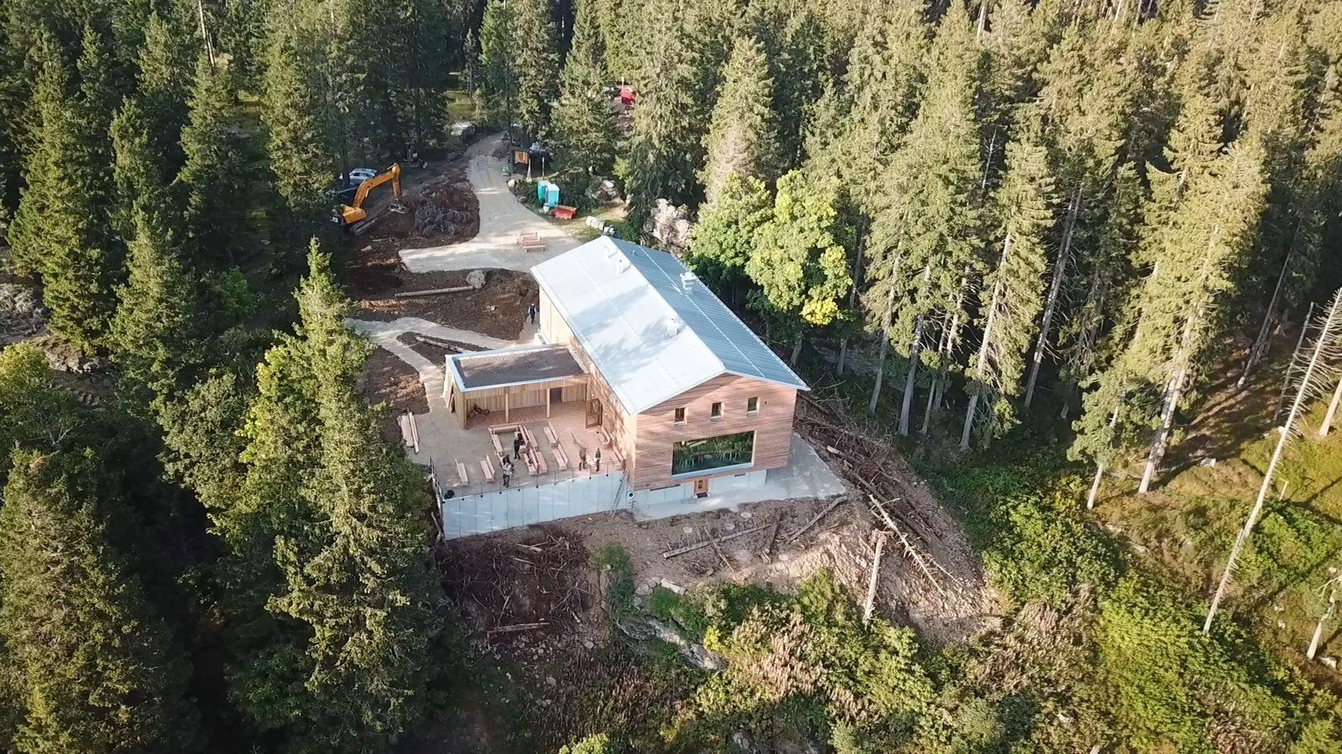 Das neue Schutzhaus auf dem Großen Falkenstein von oben