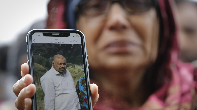 Akhtar Kokhur (58) vermisst seit dem Anschlag ihren Mann. Solange die Toten nicht identifiziert sind, lebt sie in quälender Ungewissheit.