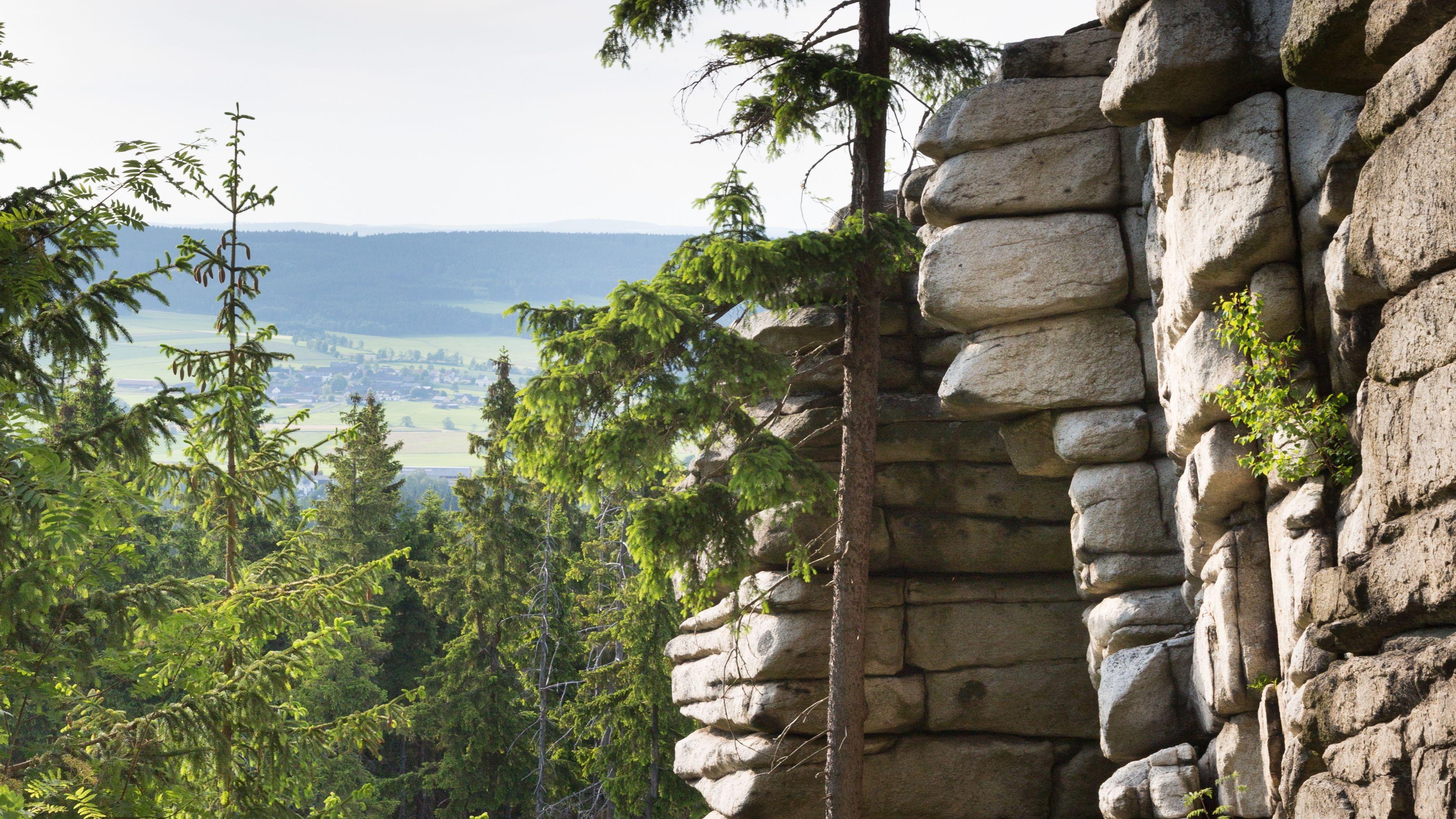 Die Drei-Brüder-Felsen im Fichtelgebirge sind nicht nur für Kletterer spannend.