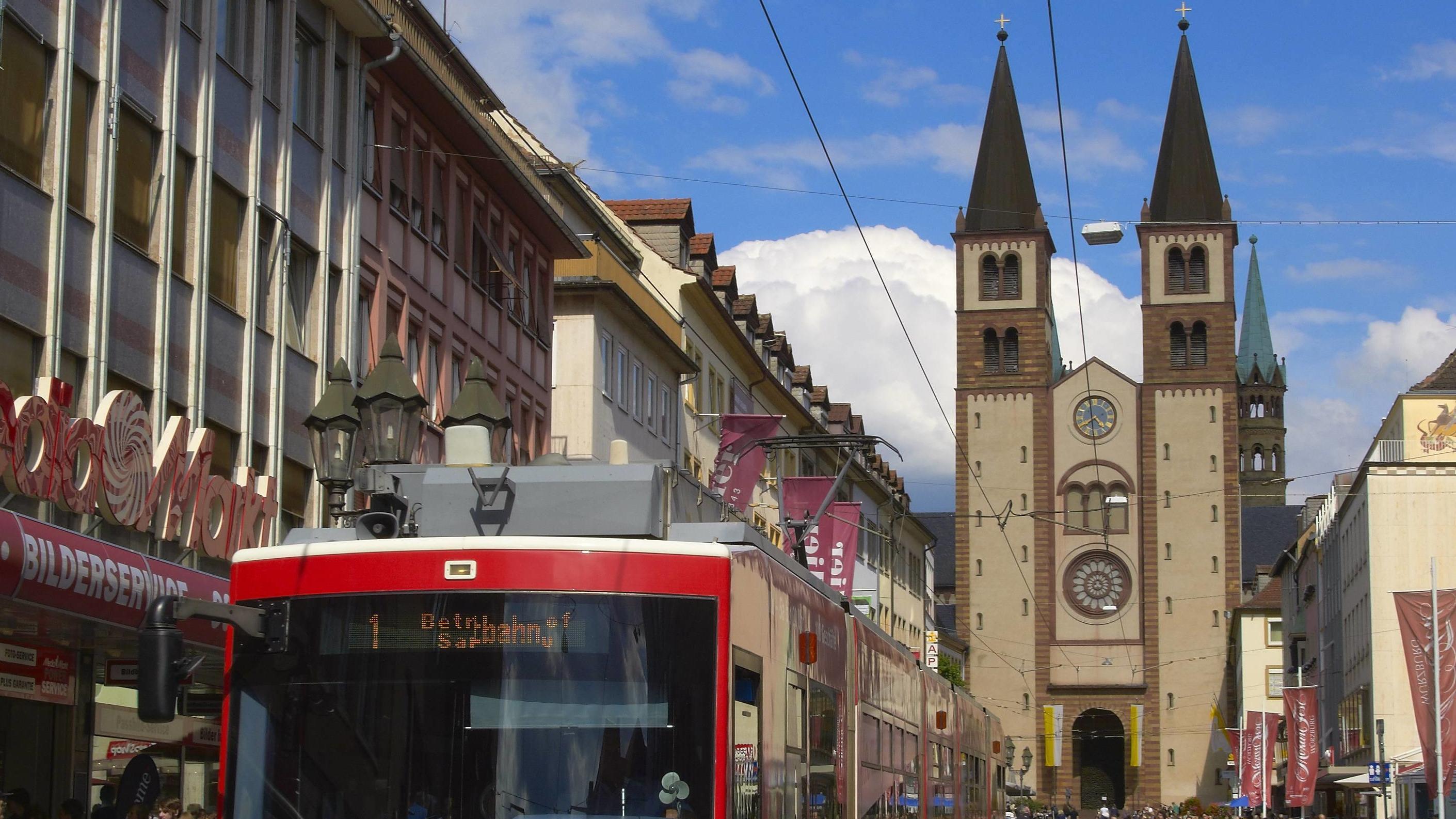 Straßenbahn in der Würzburger Domstraße