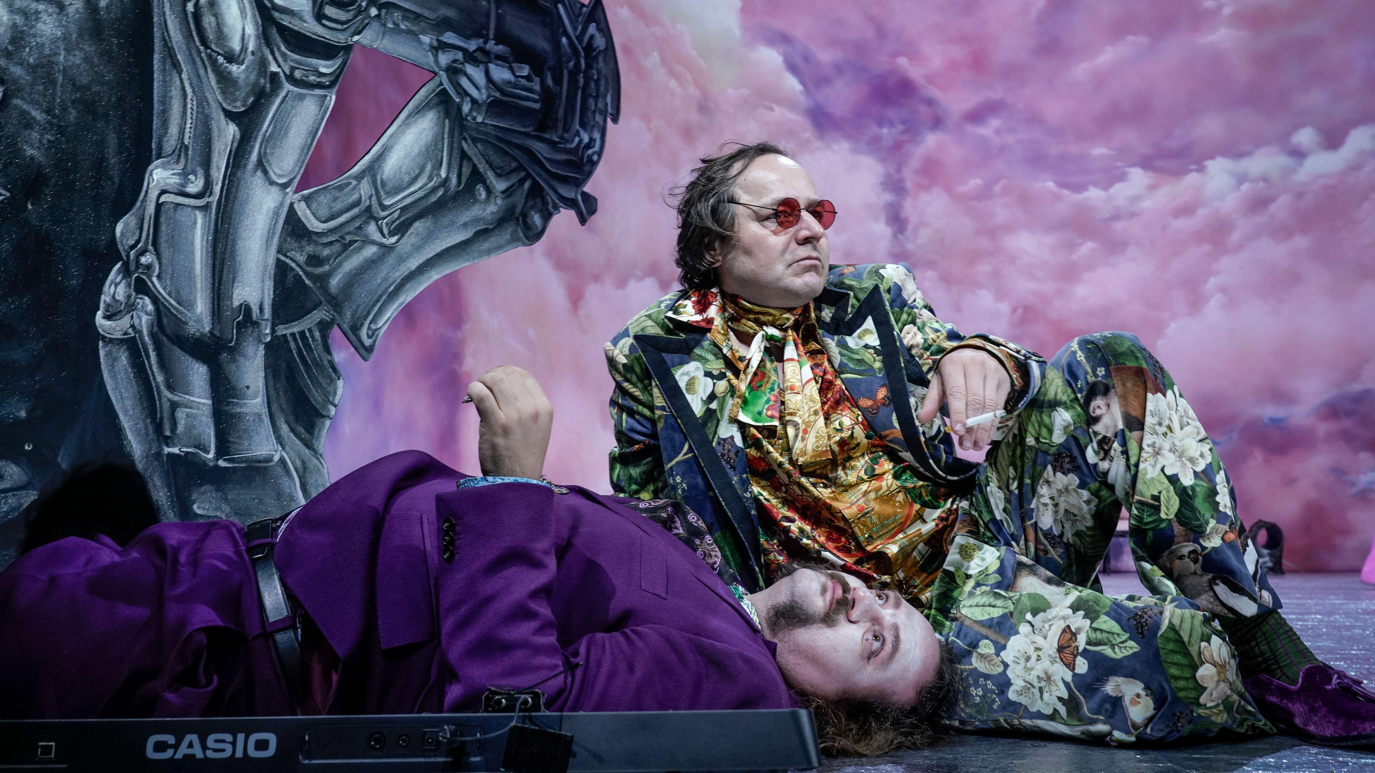 """Samouil Stoyanov (als Kent) und Thomas Schmauser (König Lear) in Stefan Puchers Inszenierung von '""""König Lear"""" an den Kammerspielen"""