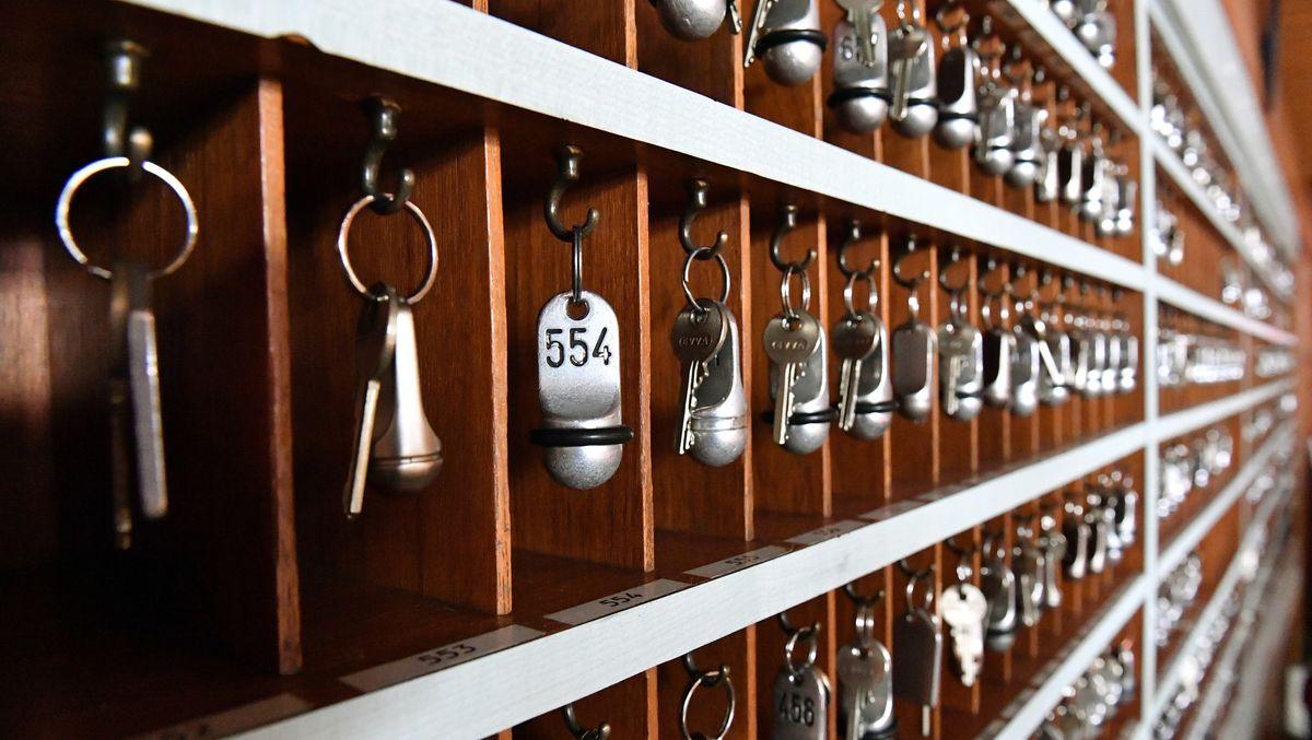 Schlüsselboard einer Hotelrezeption (Symbolbild